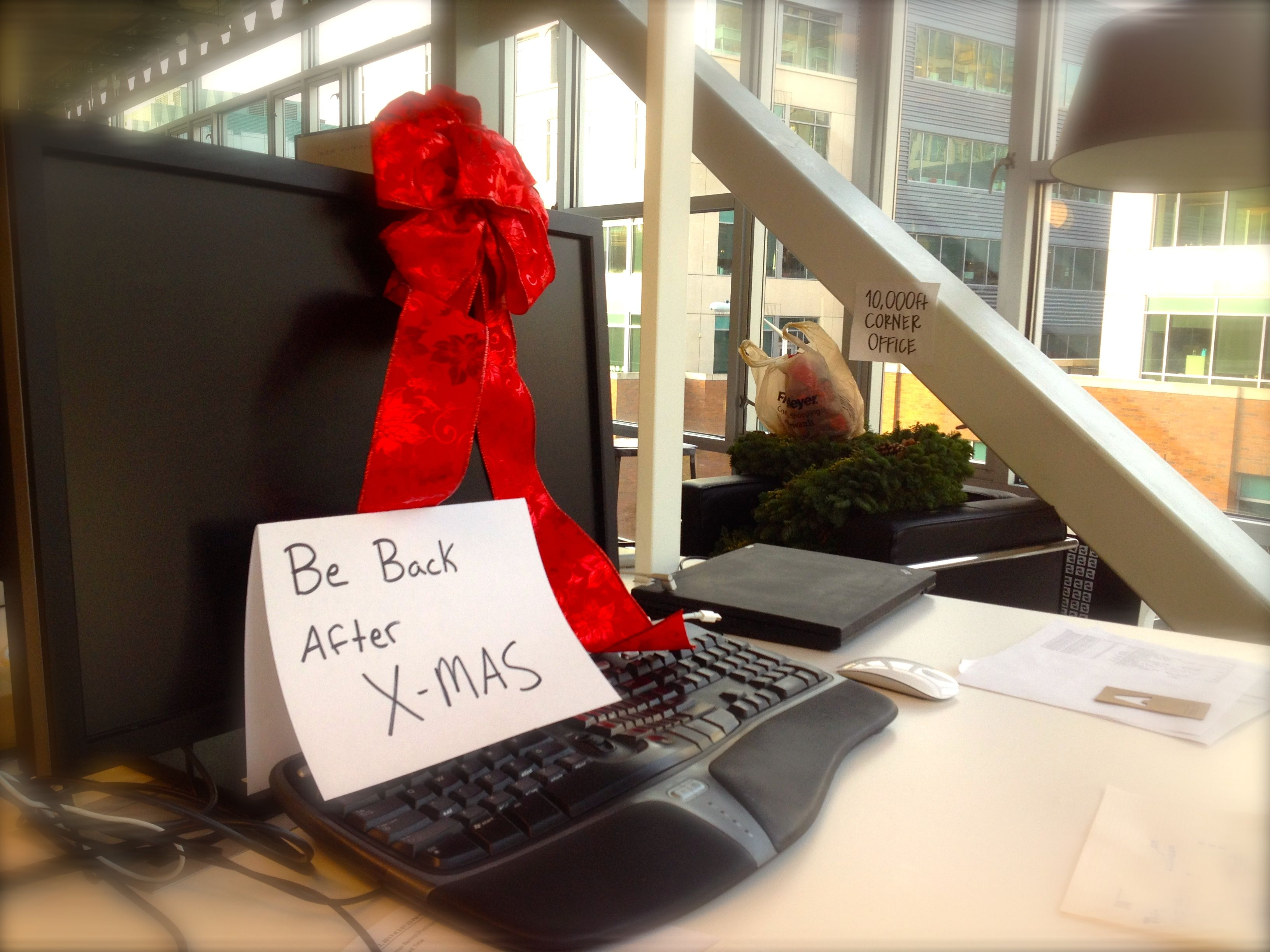 Be back after Christmas desk note